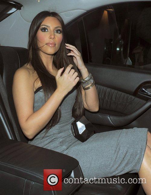 Kim Kardashian, Aqua, Leaves