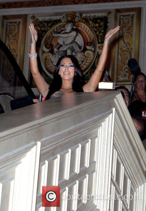 Kim Kardashian and Las Vegas 15
