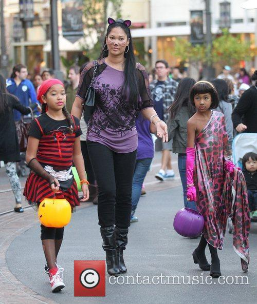 Kimora Lee Simmons with her daughters Ming Lee...