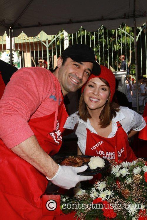 Gille Marini, Alyssa Milano Celebrities volunteer on Christmas...