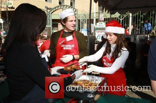 Alex Beh, Jennifer Love Hewitt Celebrities volunteer on...