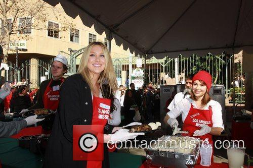 Stephanie Pratt and Alyssa Milano Celebrities volunteer on...
