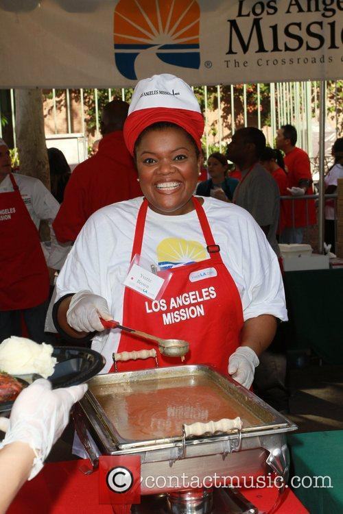 Yvette Brown Celebrities volunteer on Christmas Eve to...