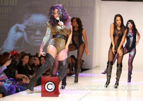Los Angeles Fashion weekend Spring 2011 Collection -...