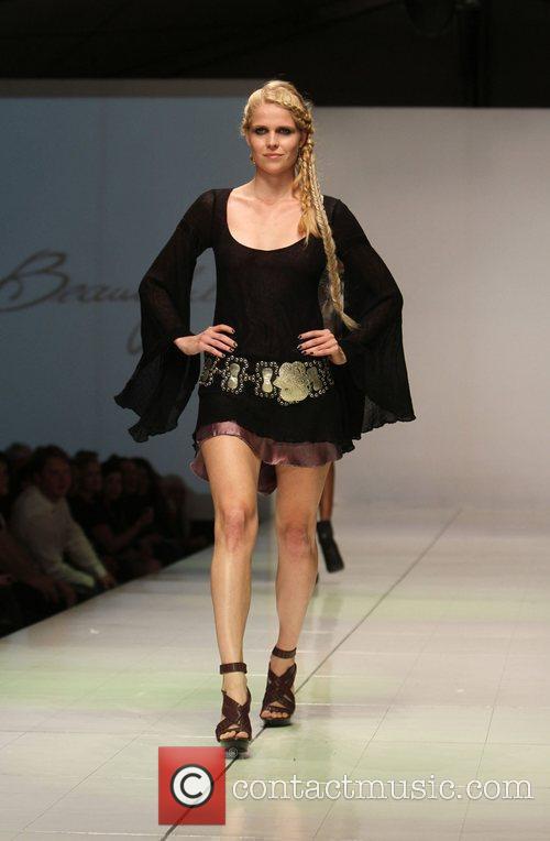 Model, Richie Sambora