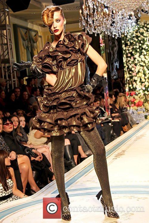 Model and Emma Roberts 1