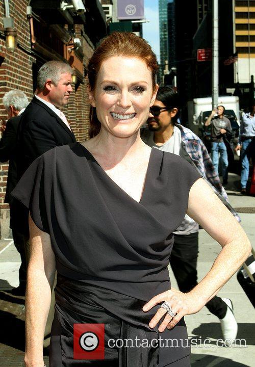 Julianne Moore and David Letterman 10