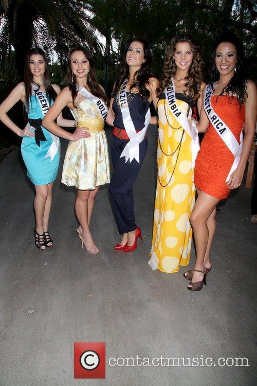 Yessica Di Vincenzo (Miss Argentina 2010) Claudia Arce...