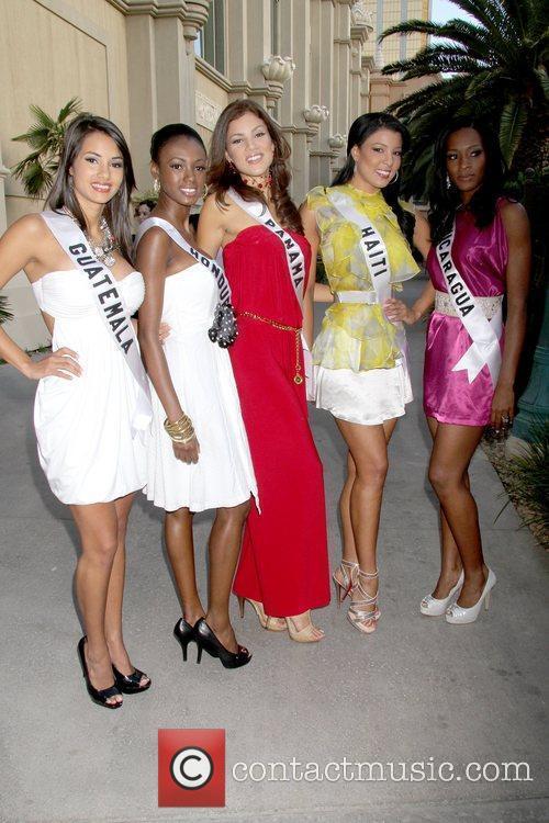 Jessica Schell (Miss Guatemala 2010), Kenia Martinez (Miss...