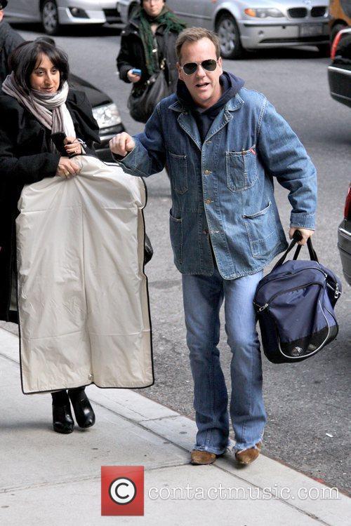 Kiefer Sutherland and David Letterman 16