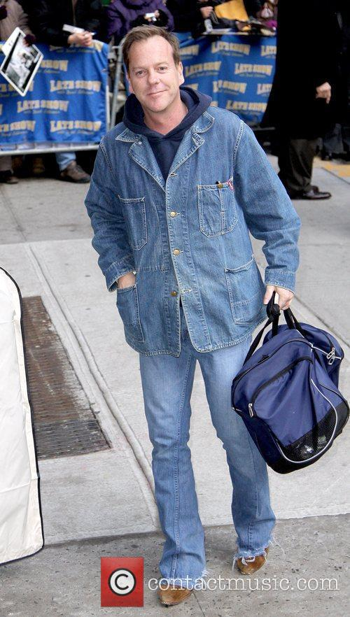 Kiefer Sutherland and David Letterman 14