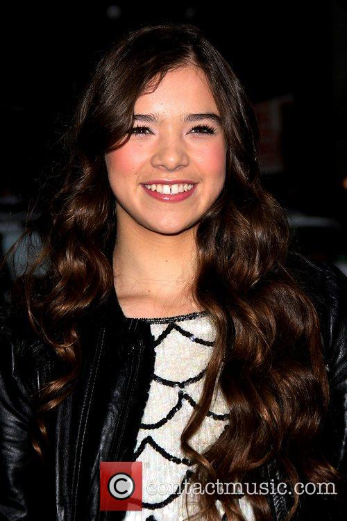 picture hailee steinfeld and ed sullivan at the late show with david letterman photo 1232898. Black Bedroom Furniture Sets. Home Design Ideas