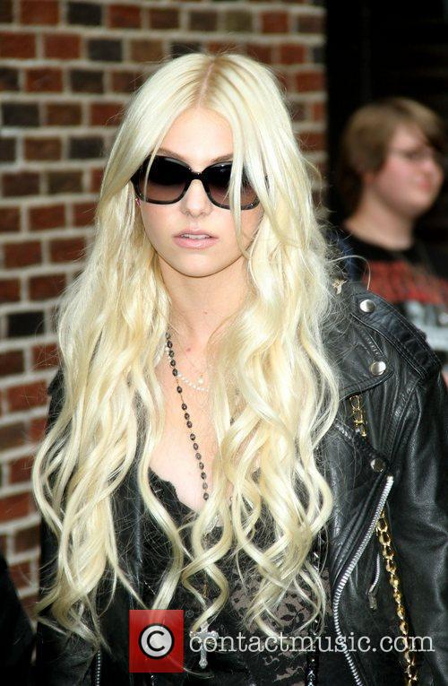 Taylor Momsen and David Letterman 8