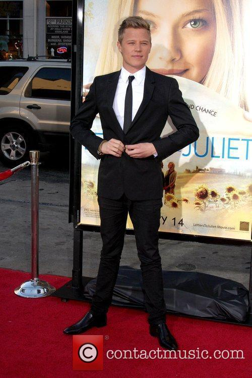 Christopher Egan 4