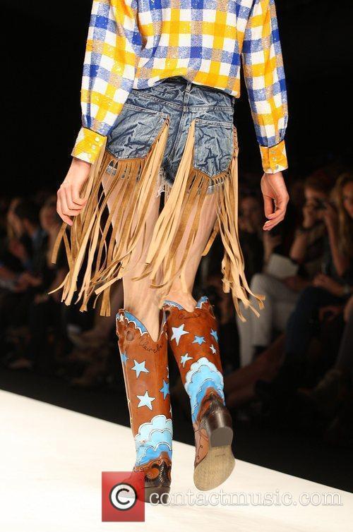 Model London Fashion Week Spring/Summer 2011 - Ashish...