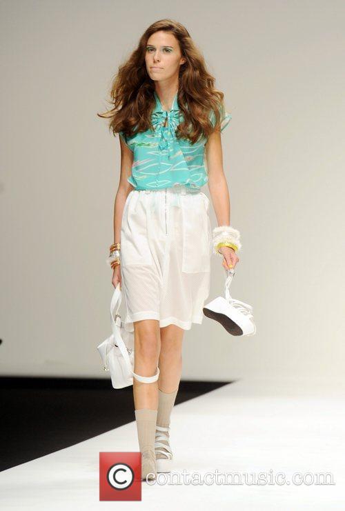 Model London Fashion Week Spring/Summer 2011 - Betty...
