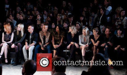 Nicola Roberts, Agyness Deyn, Jaime Winstone, Lily Allen, Nick Grimshaw and Pixie Geldof 1
