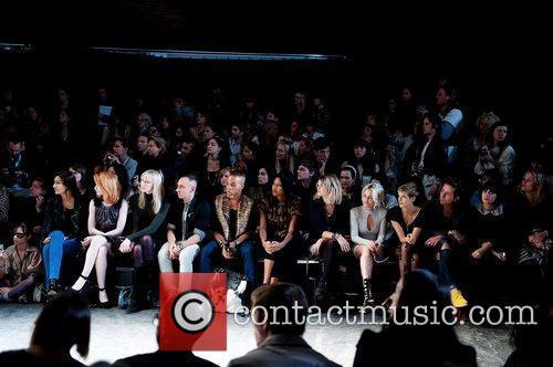 Nicola Roberts, Agyness Deyn, Jaime Winstone, Lily Allen, Nick Grimshaw and Pixie Geldof 4