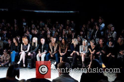 Nicola Roberts, Agyness Deyn, Jaime Winstone, Lily Allen, Nick Grimshaw and Pixie Geldof 3