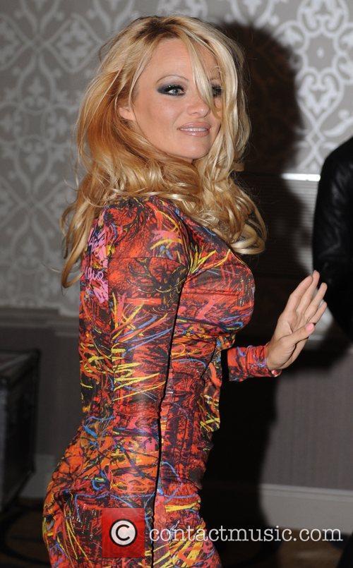 Pamela Anderson and Vivienne Westwood 3