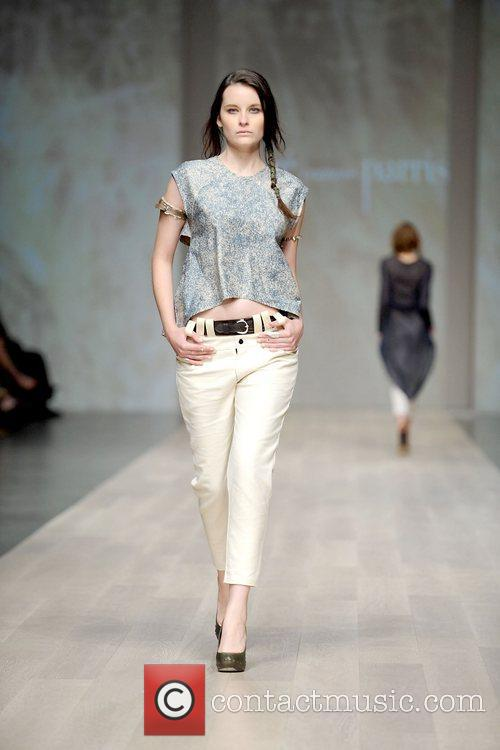 LG Fashion Week Spring/Summer 2011 - Chloe Comme...