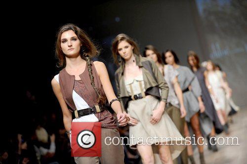 LG Fashion Week Spring/Summer 2011 - Chloe Comme...