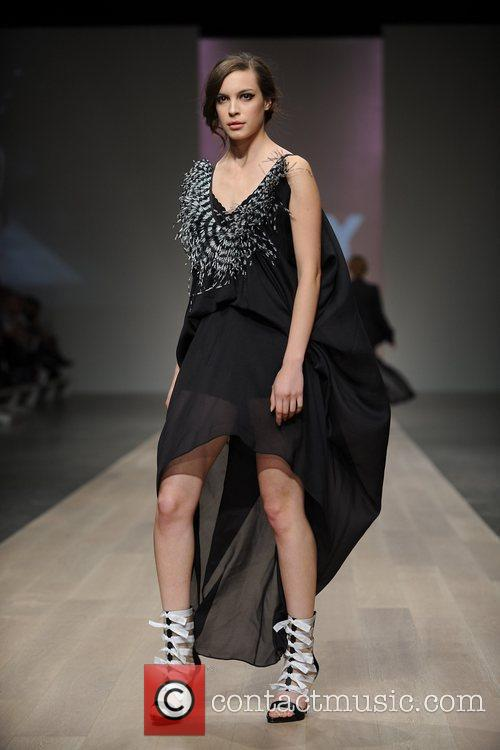 LG Fashion Week Spring/Summer 2011 - Duy -...