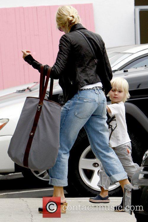 Naomi Watts and Sasha 12