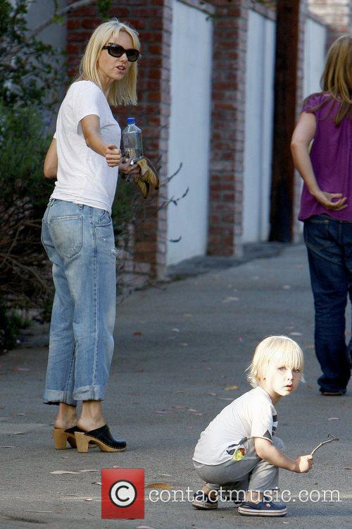Naomi Watts and Sasha 10
