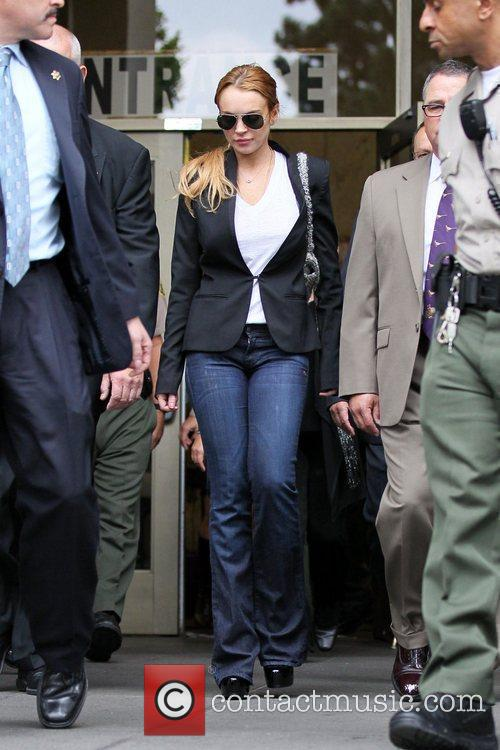 Lindsay Lohan, Battles and Clinic 7