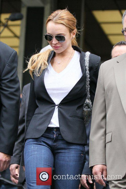 Lindsay Lohan, Battles and Clinic 16