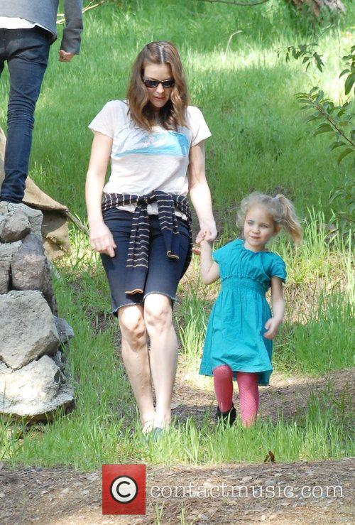 Liv Tyler and Family Friends Enjoying The Weekend With A Visit To Griffith Park In Santa Monica 8