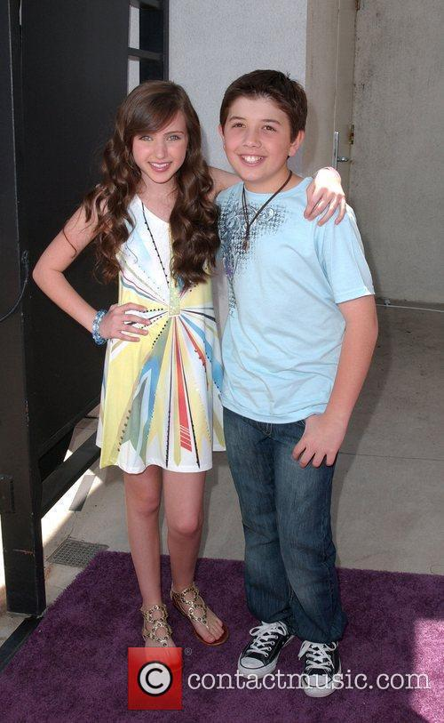 ryan newman 2829034Bradley Steven Perry And Ryan Newman Kissing