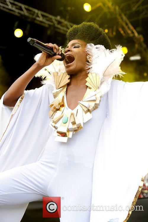 The Noisettes, LoveBox