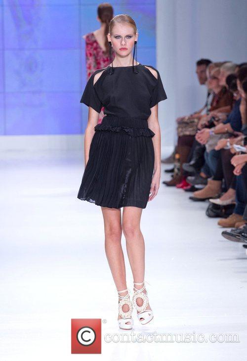 Model Lisbon Fashion Week Spring/Summer 2011 - Alves...