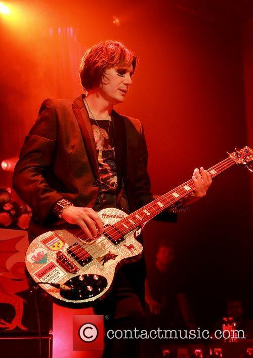 Nicky Wire and Manic Street Preachers 3