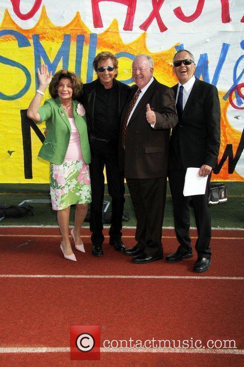 Barry Manilow and Las Vegas Mayor Oscar Goodman...