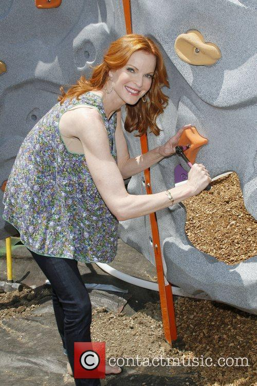 Marcia Cross joins Mott's and KaBOOM! to encourage...