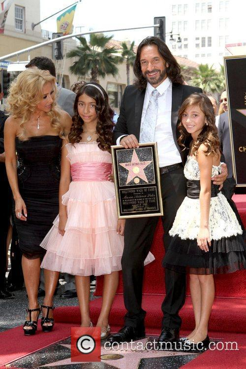 Marco Antonio Solis and Daughters 6