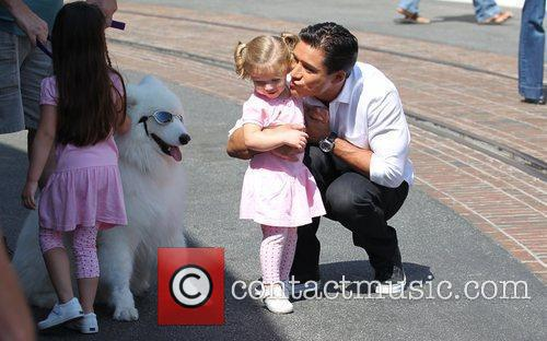 Mario Lopez and Pink 7