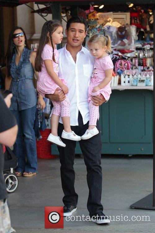 Mario Lopez and Pink 8