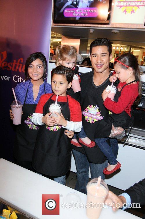 Mario Lopez, girlfriend Courtney Mazza and his family...