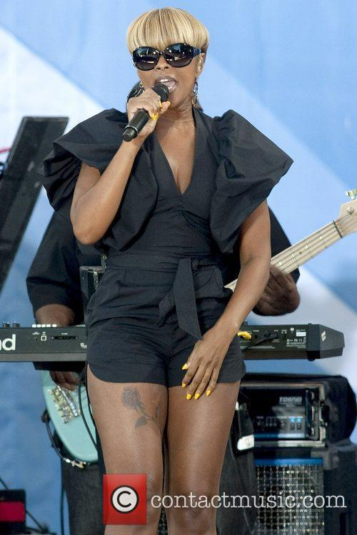 Performs live on Good Morning America's Concert Series...