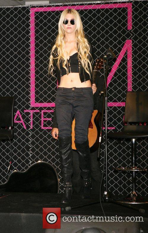 Taylor Momsen and Madonna 9