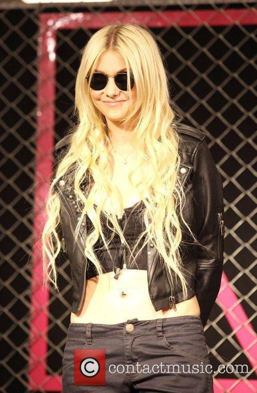 Taylor Momsen and Madonna 8