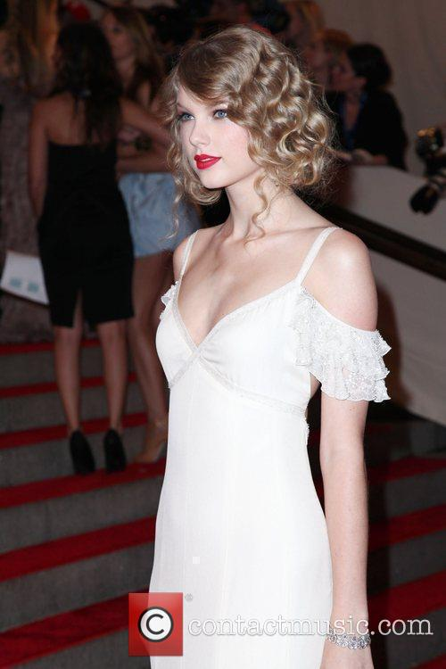 Taylor Swift The Costume Institute Gala Benefit to...