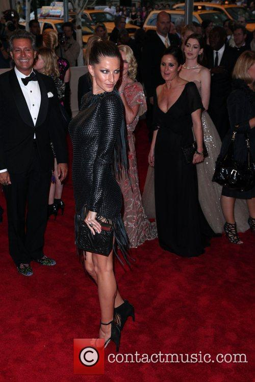 Gisele Bundchen The Costume Institute Gala Benefit to...