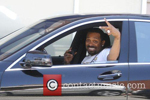 Mike Epps flashes a peace sign for the...