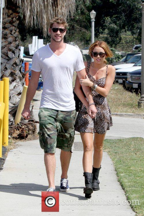 Liam Hemsworth and Miley Cyrus 9