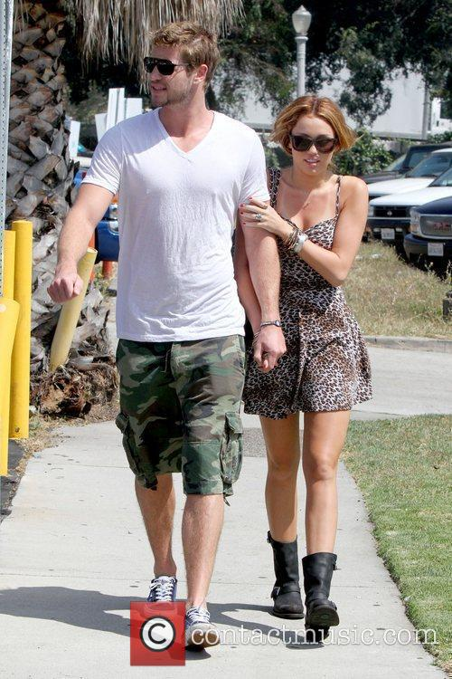 Liam Hemsworth and Miley Cyrus 5
